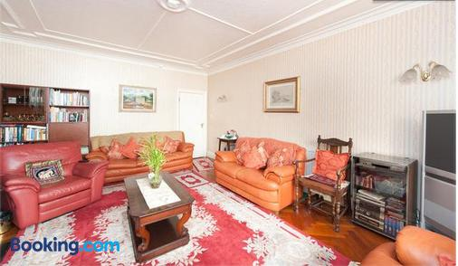 Saint Gabriel's Road Guesthouse - London - Living room
