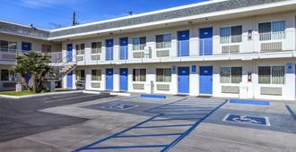 Motel 6 Phoenix Airport - 24th Street - Phoenix - Gebäude