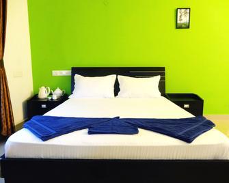 M S Residence - Kochi - Bedroom