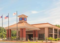 Baymont by Wyndham Rocky Mount I-95 - Battleboro - Building