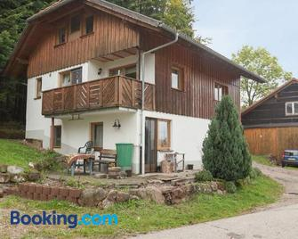Beautiful holiday apartment with terrace and wonderful view of the Swabian Alb - Lauterbach (Schwarzwald) - Gebäude