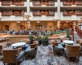 Embassy Suites St. Louis - St. Charles - St. Charles - Hành lang