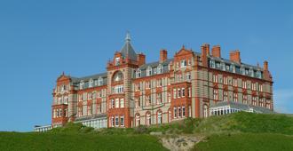 The Headland Hotel and Spa - ניוקי - בניין