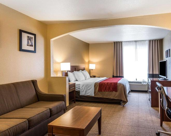 Quality Inn and Suites - Bethany - Bedroom