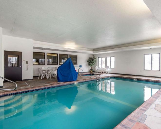 Quality Inn and Suites - Bethany - Pool