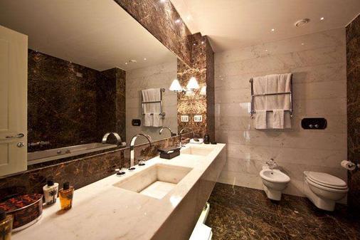 The First Roma Arte - Rome - Bathroom