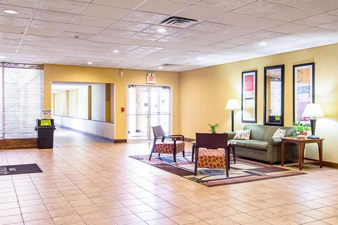 Quality Inn And Conference Center - Fremont - Lobby