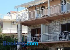 Rooms by the sea Brna, Korcula - 12614 - Smokvica - Bangunan