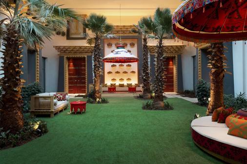 Shangri-La Resort, Shangri-La - Shangri-La - Atracciones