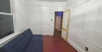 Private APT w King Bed and 1 Lounge Room - Brooklyn - Sala