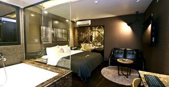 2 Heaven Hotel - Busan - Phòng ngủ