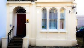 Peregrine House - Canterbury - Toà nhà
