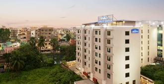 Howard Johnson by Wyndham Kolkata - Calcutta