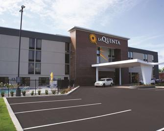 La Quinta Inn & Suites by Wyndham Columbus MS - Columbus - Gebouw