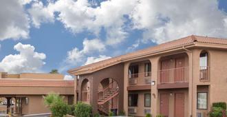 Howard Johnson Inn And Suites Saint George HWY I-15 Exit 6 - סנט ג'ורג'