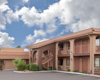 Howard Johnson Inn And Suites Saint George HWY I-15 Exit 6 - Saint George - Building