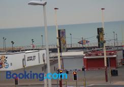 Sandhurst Hotel - Blackpool - Outdoors view