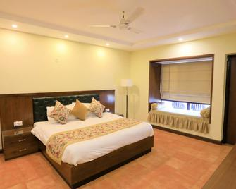Woodsvilla Resort - Ranikhet - Bedroom