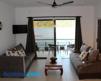 Surfers Cove Apartments - Bel Ombre - Living room