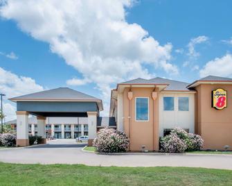 Super 8 by Wyndham Dilley TX - Dilley - Gebäude