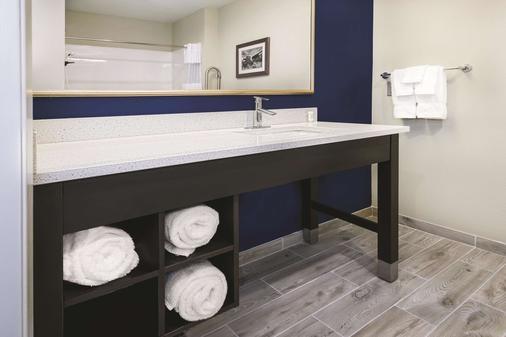 La Quinta Inn & Suites by Wyndham Odessa N. - Sienna Tower - Odessa - Bad