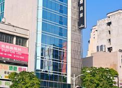 FX INN Kaohsiung Zhonghua Road Branch - Kaohsiung - Budynek
