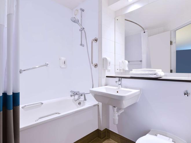 Travelodge Edinburgh Central - Edinburgh - Bathroom