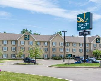 Quality Inn Airport - Dieppe - Building