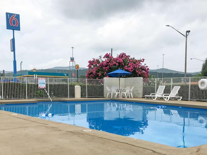 Motel 6 Anniston Al - Oxford - Πισίνα