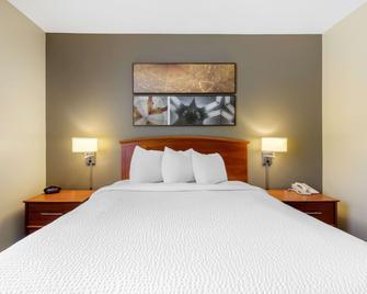 Suburban Extended Stay Hotel Birmingham Homewood I-65 - Birmingham - Bedroom