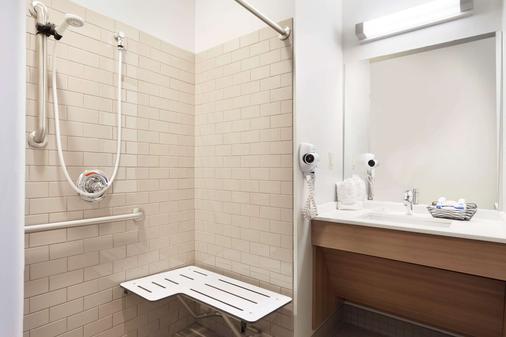 Microtel Inn & Suites by Wyndham Georgetown Delaware Beaches - Georgetown - Bathroom