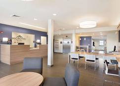 Microtel Inn & Suites by Wyndham Georgetown Delaware Beaches - Georgetown - Front desk