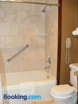 Hotel Elliott - Astoria - Bathroom