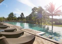 Novotel Manado Golf Resort & Convention Center - Manado - Pool