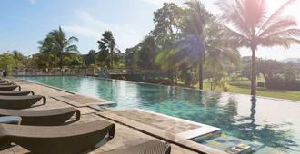 Novotel Manado Golf Resort & Convention Center - Manado - Uima-allas