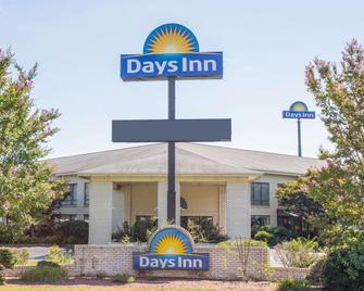 Days Inn by Wyndham Spartanburg Waccamaw - Spartanburg - Building