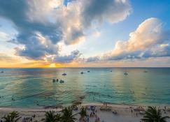 Ixchel Beach Hotel - Isla Mujeres - Beach