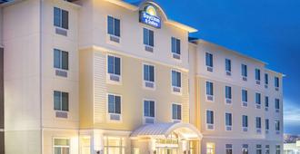 Days Inn & Suites by Wyndham, Kearney - Kearney