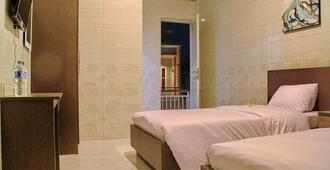 Angkul Angkul Beach Inn Kuta - Kuta - Bedroom