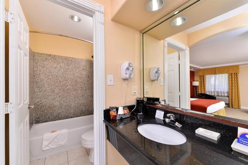 Americas Best Value Inn Angleton - Angleton - Bathroom