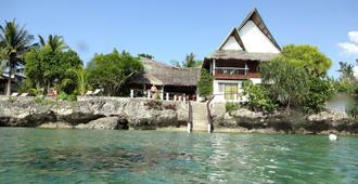 Asian Belgian Dive Resort - Moalboal - Building