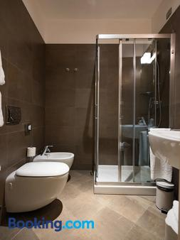 Hotel Dell'Opera - Venice - Bathroom