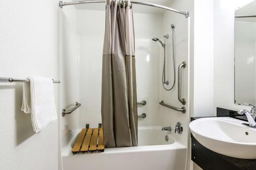 Motel 6 Longview, TX - Longview - Phòng tắm