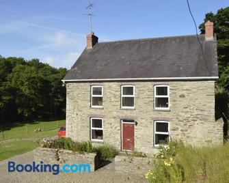Troedyrhiw Holiday Cottages - Cardigan - Building