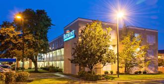 Baymont by Wyndham Louisville East - Louisville - Edificio