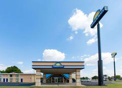 Days Inn by Wyndham, Norman - Norman - Building