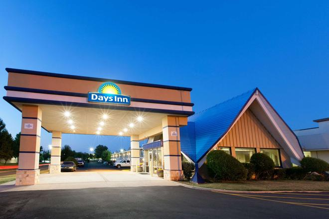 Days Inn by Wyndham, Norman - Norman - Rakennus
