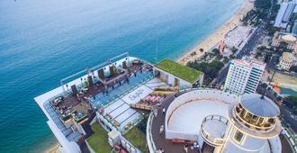 Premier Havana Nha Trang Hotel - Нячанг - Терраса на крыше