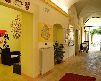 Ostello Palazzo Pierantoni - Foligno - Лоббі