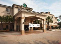 Quality Inn & Suites Waco - Waco - Building